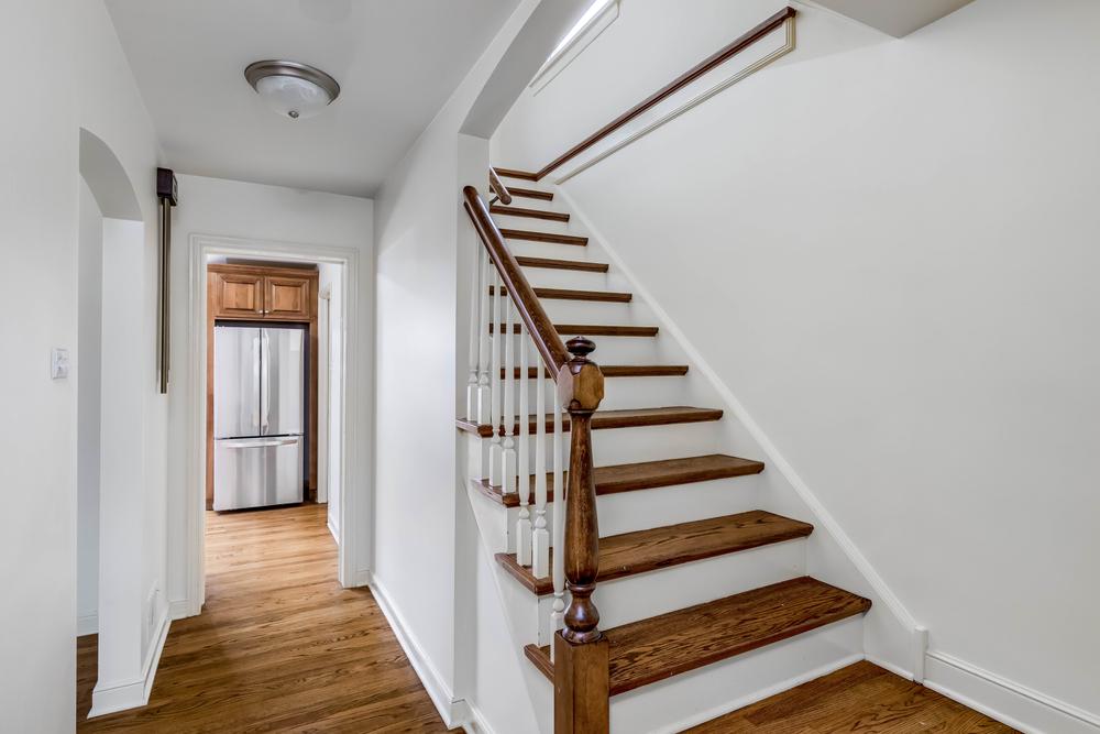 Quelques conseils pour bien éclairer un escalier suivant la tendance